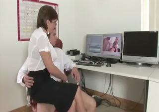 aged lady sonia gives handjob