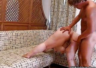 horny bulky mommy gets her big bushy