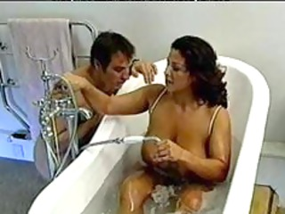 italian slutty woman obtains fucked in the bath