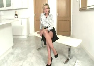 nylons older fetish bitch gets herself off