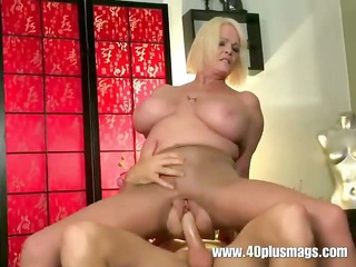 busty grownup mom into ripped pantyhose