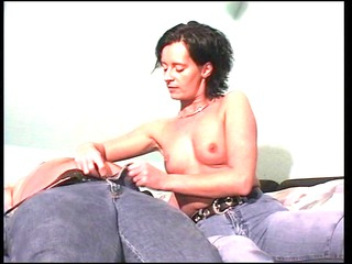 glamorous housewife makes her male cumshots