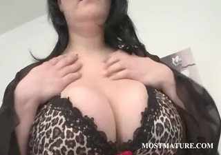 mature cougar showing hot assets