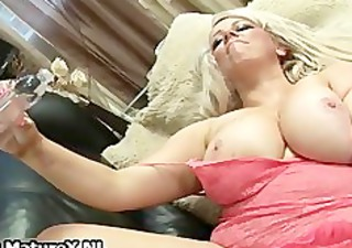 plump mature mom cums hard from fucking part1